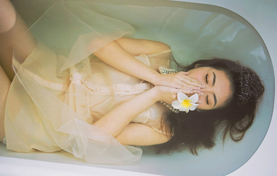 女朋友伤心了怎么安慰 6个方式帮她摆脱情绪,谈恋爱的图片文字
