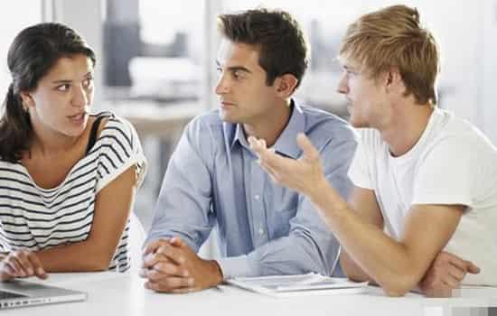 不会和女孩子聊天怎么办 你的问题可能出在这儿,大学生恋爱心理分为三个阶段